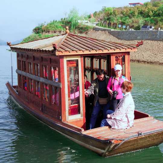 小画舫游湖